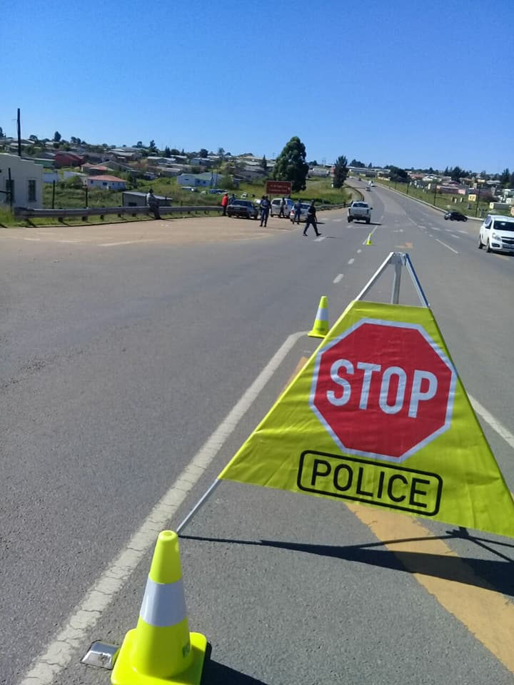 30724690_2263587817001481_5828608902195219605_n  ROADBLOCK: Mthatha police presence continues to deal criminals a hard blow. 30724690 2263587817001481 5828608902195219605 n