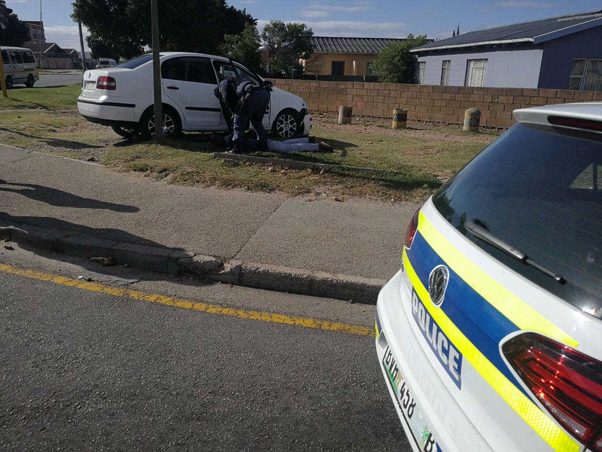 Db-CaFyWsAEyUiT  Port Elizabeth Flying Squad arrest a suspect in possession of drugs Db CaFyWsAEyUiT
