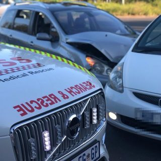 29060994_1995095070565783_4602060629774786665_o  27 March 2018 Colision R102- Manor Estate  Two vehicles collide on the R102 out … 29060994 1995095070565783 4602060629774786665 o 320x320