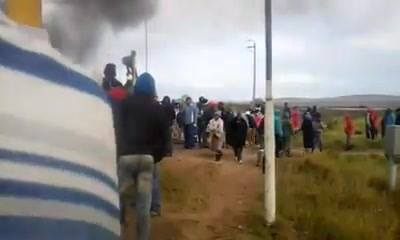 35455071_1594680453991637_1835268349106323456_n  Yesterday's riots & protest outside Dana Bay on the N2 in Mosselbay.  Tyres burn… 35455071 1594680453991637 1835268349106323456 n