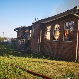 37032710_2014222131929704_2431101577168158720_n  House On Fire: Riet River – KwaZulu Natal   A house on Neptune Drive in Riet Riv… 37032710 2014222131929704 2431101577168158720 n 320x320
