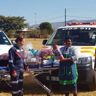 Netcare 911 took time-out to donate food parcels to the Marambane Primary School… 37289198 1880037028684091 5796926735324807168 n 320x320