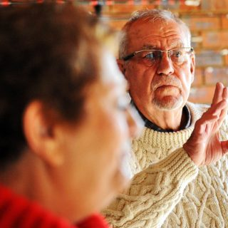Bejaarde-dink-flink-toe-sy-inbreker-in-huis-sien  Bejaarde dink flink toe sy inbreker in huis sien Bejaarde dink flink toe sy inbreker in huis sien 320x320