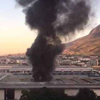 Cape Town police hunt 2 suspects following Metrorail train fires Cape Town police hunt 2 suspects following Metrorail train fires 320x320