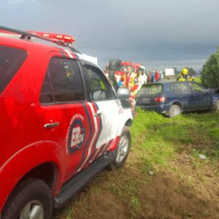 JOOSTENBERGVLAKTER-–-Car-crashes-into-tree-leaving-one-dead-four-injured.  [JOOSTENBERGVLAKTE] – Car crashes into tree leaving one dead, four injured. – ER24 JOOSTENBERGVLAKTER     Car crashes into tree leaving one dead four injured