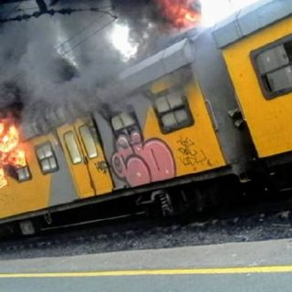 JUST IN: Saboteurs behind train torching 'pretend to be commuters' – Cape Town t… JUST IN Saboteurs behind train torching pretend to be commuters     Cape Town t 320x320