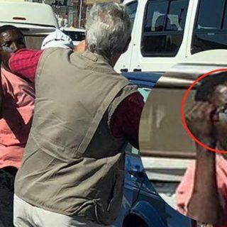 Motorists-attacked-with-knives-at-robot-off-duty-cop-just-watched-DURBAN  Motorists attacked with knives at robot, 'off duty' cop just watched:- DURBAN – … Motorists attacked with knives at robot off duty cop just watched DURBAN 320x320