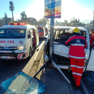 [RANDBURG] – Taxi crashes into pole leaving seven injured. – ER24 RANDBURG     Taxi crashes into pole leaving seven injured