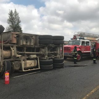 d1848072-e0b9-4a5d-_34577  Truck overturns on Christiaan de Wet Road after tyre burst | Roodepoort Northsider d1848072 e0b9 4a5d  34577 320x320