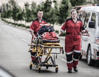 [HILLCREST] Two pedestrians injured in taxi knock down – ER24 1537357057 12 320x248