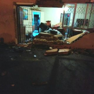 Bakkies Crashes Into Home: Gandhis Hill – KZN Three people were injured after a … 41452216 2108325532519363 3173194517721382912 n 320x320
