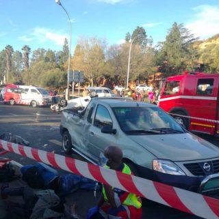 [BLOEMFONTEIN] – Two bakkies collide leaving ten injured. – ER24 BLOEMFONTEIN     Two bakkies collide leaving ten injured 320x320