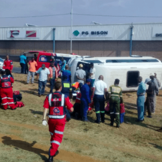 [FLEURHOF] – Taxi rollover leaves eight injured. – ER24 FLEURHOF     Taxi rollover leaves eight injured
