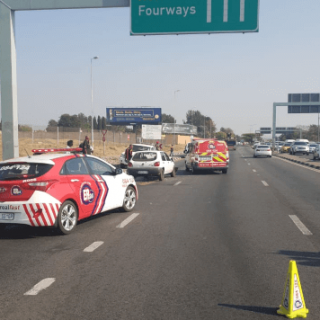 [FOURWAYS] – Car rear-ends taxi leaving three injured. – ER24 FOURWAYS     Car rear ends taxi leaving three injured