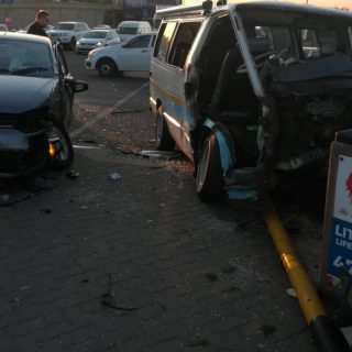[LITTLE FALLS] – Taxi and car collide leaving thirteen injured. – ER24 LITTLE FALLS     Taxi and car collide leaving thirteen injured 320x320