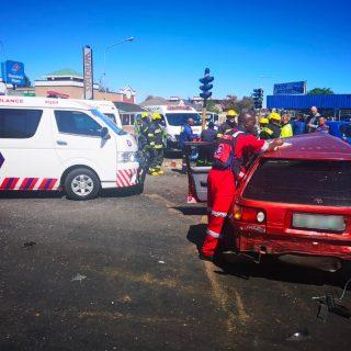 [POTCHEFSTROOM] – Three-vehicle collision leaves one dead, three injured. – ER24 POTCHEFSTROOM     Three vehicle collision leaves one dead three injured 320x320