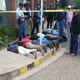 Seven alleged hijackers arrested in Fontainebleau north of Joburg | LNN | Rekord Moot Seven alleged hijackers arrested in Fontainebleau north of Joburg LNN Rekord Moot 320x320