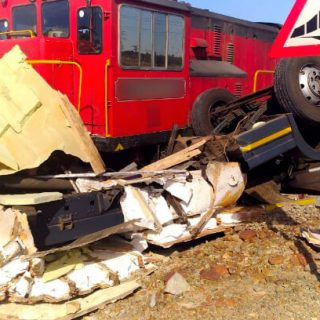 [WELKOM] – Train and truck collide leaving two men injured. – ER24 WELKOM     Train and truck collide leaving two men injured 320x320