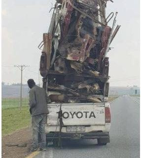 It is still a mystery how the Driver of this Toyota pickup managed with its huge… It is still a mystery how the Driver of this Toyota pickup managed with its huge 286x320