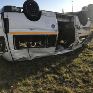 [ALBERTON] – Taxi rollover leaves one dead, thirteen injured. – ER24 ALBERTON     Taxi rollover leaves one dead thirteen injured