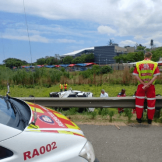 [MIDRAND] – Two killed, eight injured in taxi rollover. – ER24 MIDRAND     Two killed eight injured in taxi rollover