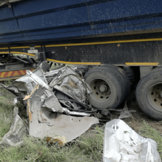 [R547] – Truck and car collide leaving five dead. – ER24 R547     Truck and car collide leaving five dead