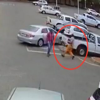 Robber shot dead yesterday at a mall in Polokwane. WARNING: Graphic footage. Robber shot dead yesterday at a mall in Polokwane