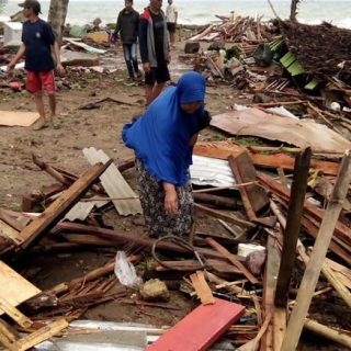 222 dead as volcano-triggered tsunami hits Indonesia 222 dead as volcano triggered tsunami hits Indonesia 320x320