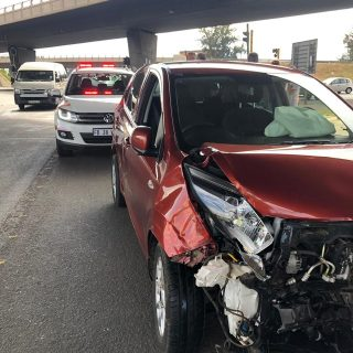 Gauteng: No injuries reported at a collision between a mini-bus taxi and a light… 48379478 2087087551312370 5133889002931224576 o 320x320
