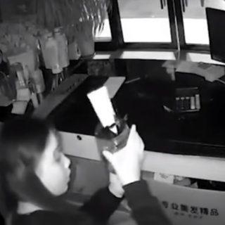 WATCH   Brazen shoplifter tries out make-up while robbing store WATCH Brazen shoplifter tries out make up while robbing store 320x320