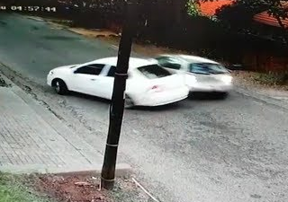 WATCH | Foiled! Joburg driver outwits would-be hijackers in high-speed escape WATCH Foiled Joburg driver outwits would be hijackers in high speed escape 320x225