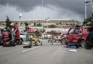 [R600] – transporter rolls down embankment leaving one dead, twenty-six injured. – ER24 5 320x222