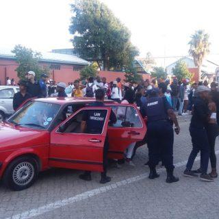 1,200 Cape Town school pupils involved in massive brawl – five stabbed 1200 Cape Town school pupils involved in massive brawl 320x320