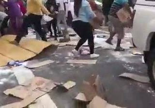 This is South Africa. HGV carrying MAQ washing powder involved in a collision be… 52054121 812188495783196 687375675677474816 n 320x224