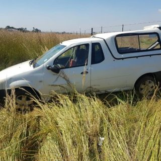 No injuries were found after a bakkie rolled on the R50 in the Delmas District. 55635126 2223765034351515 425915581573627904 n 320x320