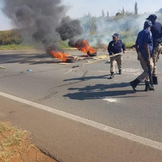 ROAD & TRAFFIC WARNING  Possible protests on N12 next to Slovo & Eldorad… 57299404 2012520412207637 6505484554050994176 n 320x320