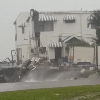 [AMANZIMTOTI] – Part of house collapses leaving man injured. – ER24 AMANZIMTOTI     Part of house collapses leaving man injured