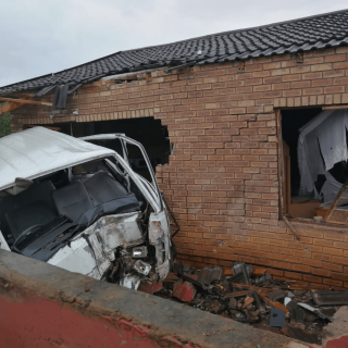 [GLENWOOD] – Taxi crashes into house leaving three injured. – ER24 GLENWOOD     Taxi crashes into house leaving three injured