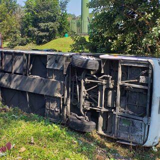 [PIETERMARITZBURG] – Bus overturns leaves 42 injured. – ER24 PIETERMARITZBURG     Bus overturns leaves 42 injured 320x320