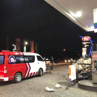 [RANDBURG] – Vehicle rolls into fuel station leaving two injured. – ER24 RANDBURG     Vehicle rolls into fuel station leaving two injured 1 320x320