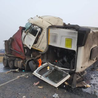 [N17] Two trucks and three vehicles collide leaving two dead, two injured. – ER24 N17 Two trucks and three vehicles collide leaving two dead two injured 320x320