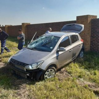 [REDAN] – single-vehicle rollover leaves woman seriously injured. – ER24 REDAN     single vehicle rollover leaves woman seriously injured 320x320
