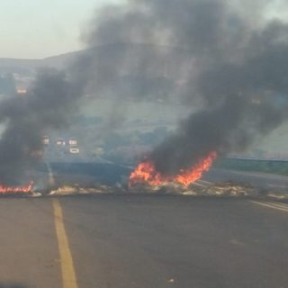 Please Note:   Protesting on R304 & R312  The alleged reason for protesting … 64275900 2207737682608378 4609334150170673152 o 320x320