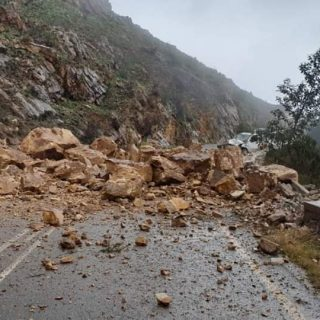 Reports Franschoek Pass closed due to rocks on roadway.  Mr. Hendricks and Visse… 64683041 2224210197627793 3065281037752860672 o 320x320
