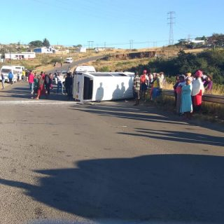 [IMBALI] – Taxi rollover leaves fourteen injured. – ER24 IMBALI     Taxi rollover leaves fourteen injured 320x320