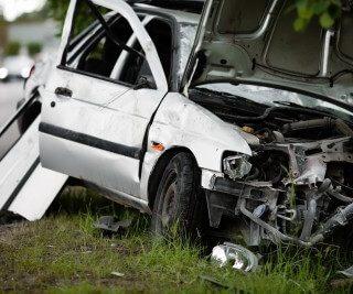 [MAGOEBASKLOOF] – Bakkie and car collide leaving one dead, twelve injured. – ER24 29 320x267