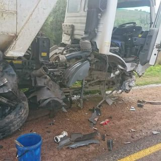 [PAARL] – Man left seriously injured following collision between bakkie and truck. – ER24 PAARL     Man left seriously injured following collision between bakkie and truck 320x320