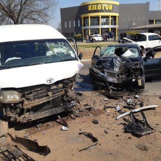 [VEREENIGING] – Taxi and car collide leaving four injured. – ER24 VEREENIGING     Taxi and car collide leaving four injured 320x320