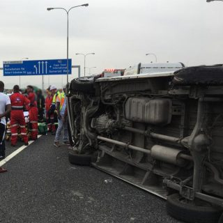 Six people were left injured after a taxi overturned on the N2 inbound between J… 71772863 2547697531958262 4244731876742266880 n 320x320