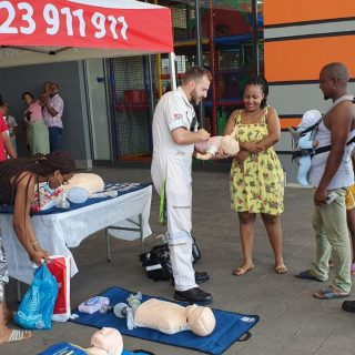 23 November 2019  CPR awareness – Kwadukuza Mall    Our crews spent the morning … 76965273 3337104469698163 7678545864683421696 o 320x320